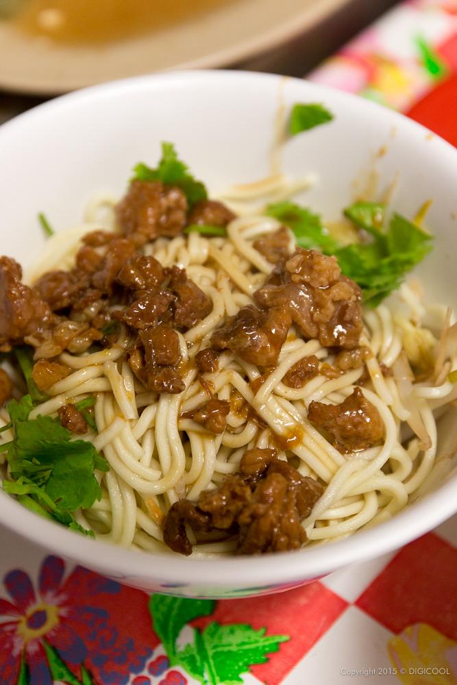 魯肉飯の麺バージョン