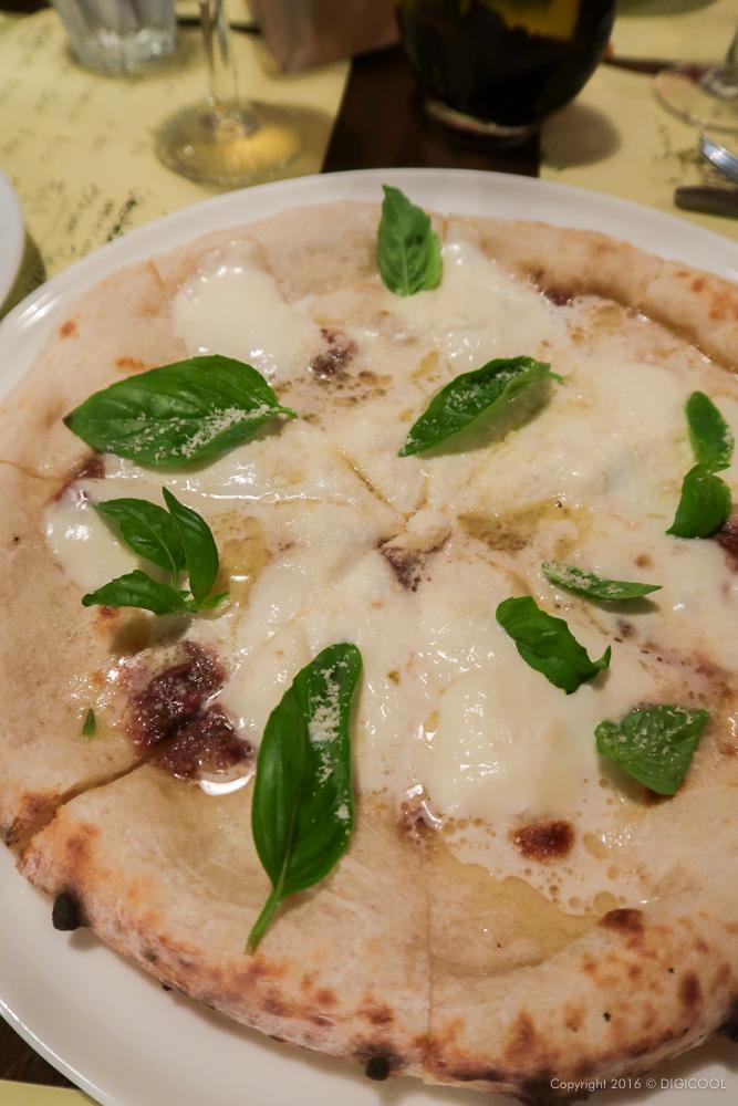 モッツァレラとアンチョビのピッツァ