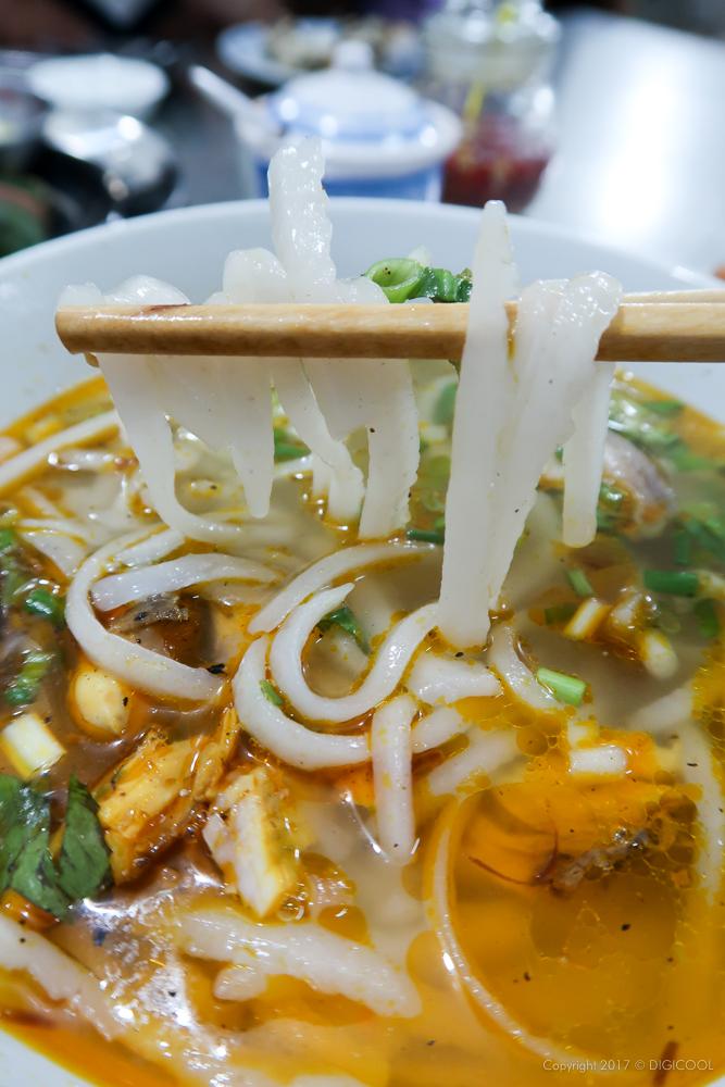 短い半透明麺