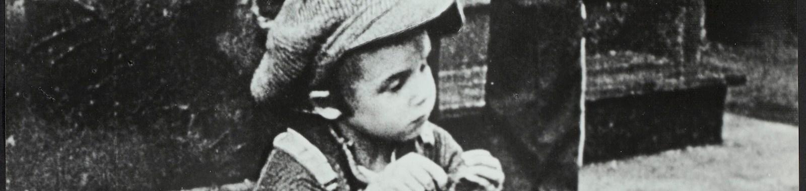 Still_from_Charles_Chaplin_-_The_Kid_-_1921_-_Charles_Chaplin_Productions_-_EYE_FOT2424_eye