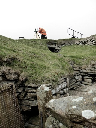 Last station near House 1 in Skara Brae, laser scanning with the Leica C10.