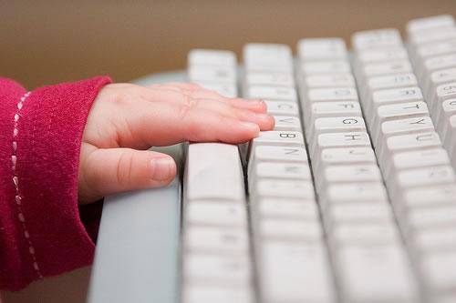 カナダ最高裁、大人がネット上で未成年と会話することを違法と判断
