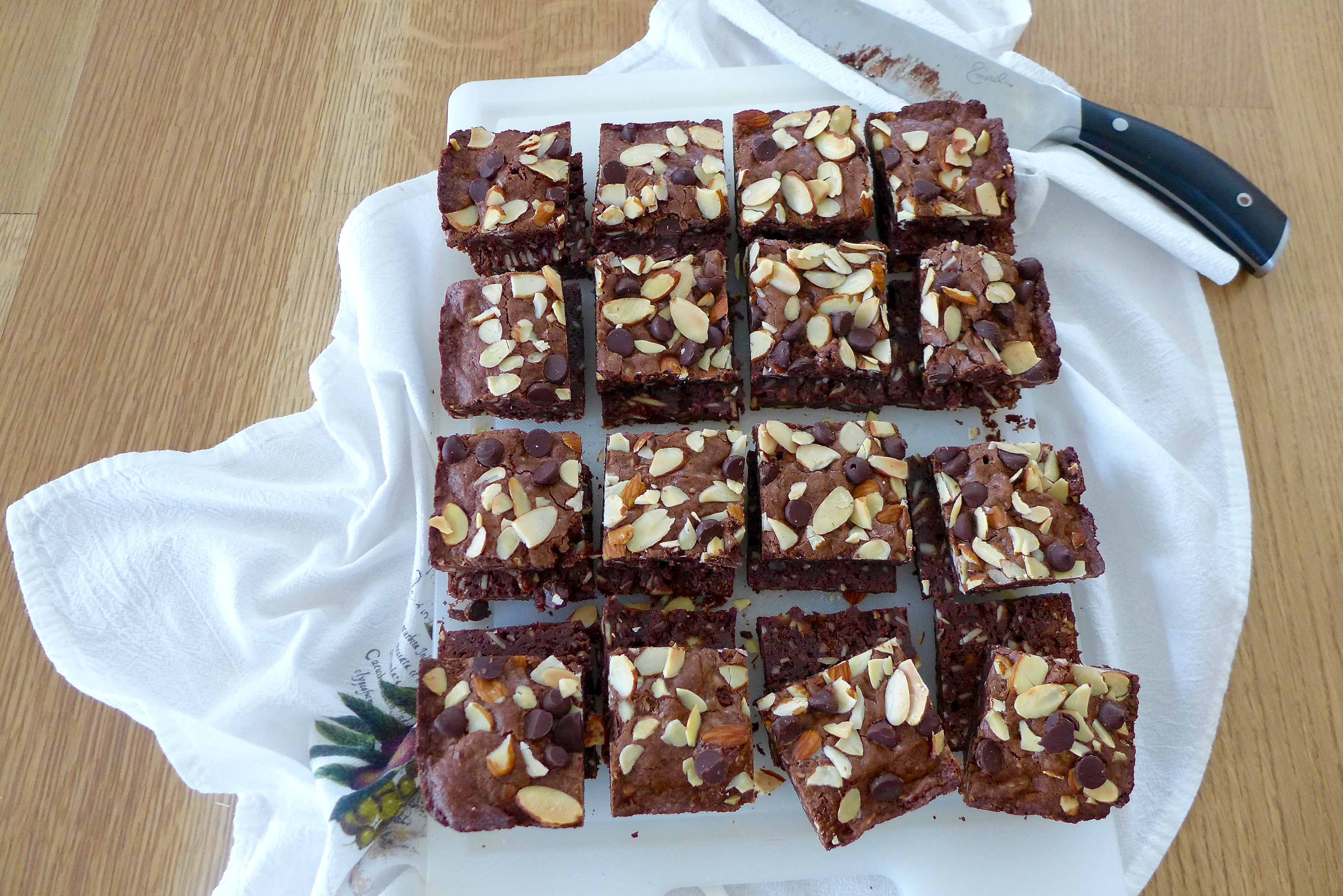 One Bowl Fudgy Brownies recipe at diginwithdana.com