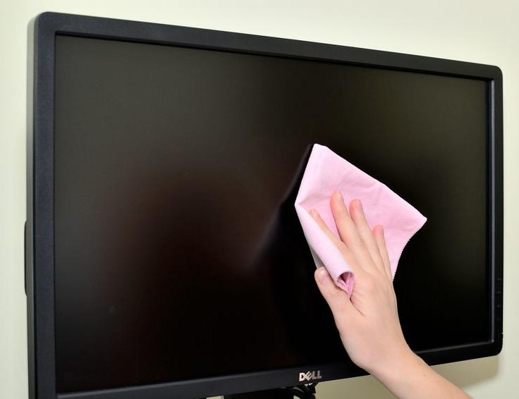 Clean-a-Computer-Monitor_LCD-Screen-Step-2.jpg