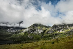 Mountain in Clouds | Lofoten, Norway 2016 | Foto: Marc Ihle