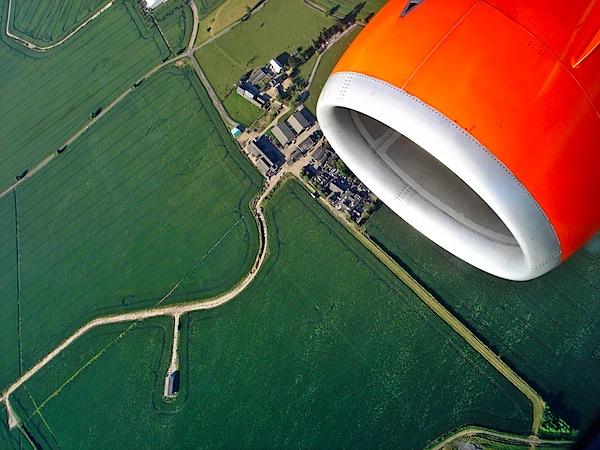 plane-window-photography-3.jpg