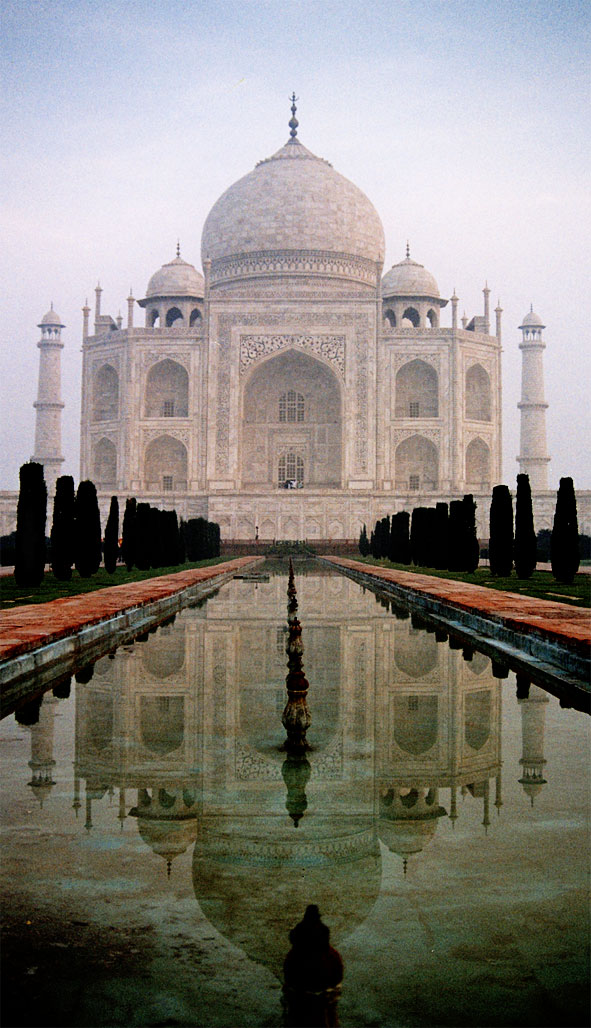 Image: Taj Mahal in Agra India - by pulguita