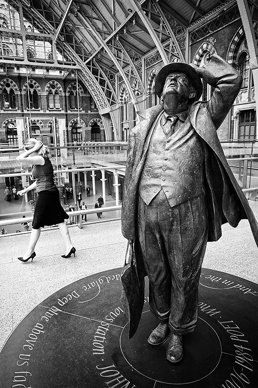 mime at st pancras.jpg