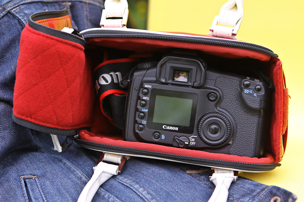 The Bowler, A fun camera bag by Acme Made - Review
