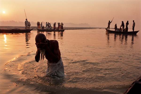 Image: A Hindu pilgrim bathes in the Gandak river in the early morning: Sonepur, India