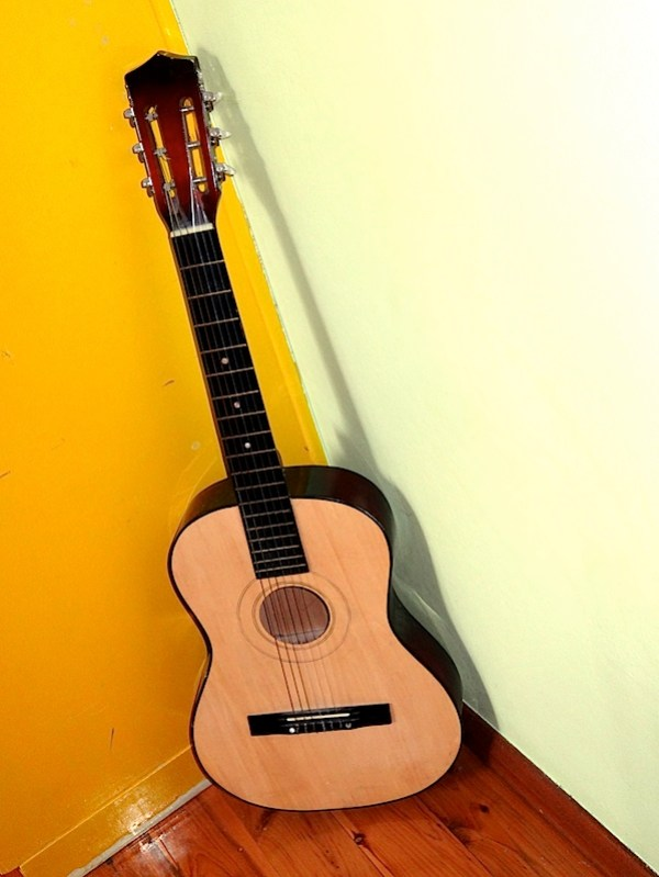 Bao's guitar 17.4.12.JPG