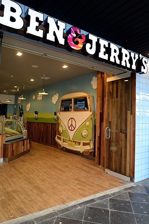 Cafe and VW Kombi 1.JPG