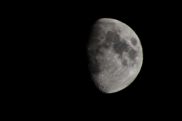 moon, moon photography, gibbous moon, how to, craters