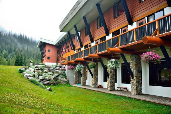 The CMH Bugaboo Lodge