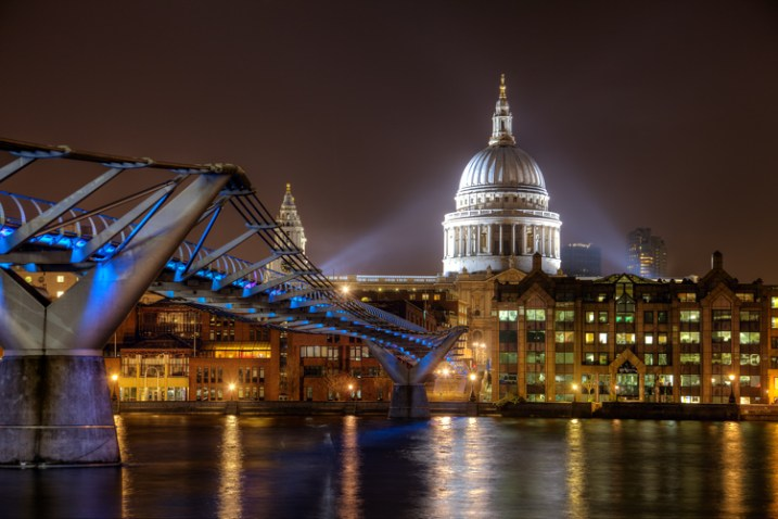Proper Exposure at Night - Millenium Bridge example