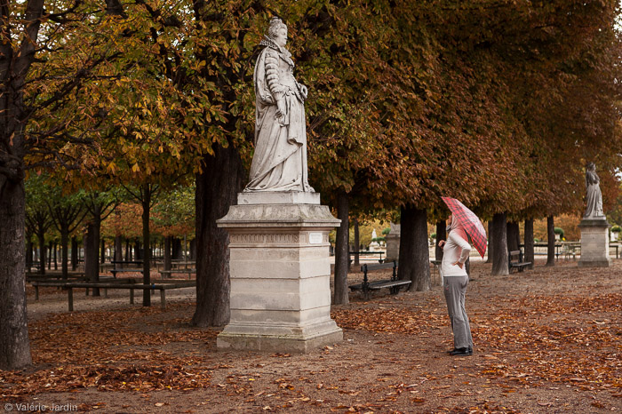 Autumn in Paris would not be as well conveyed in a B&W photograph.