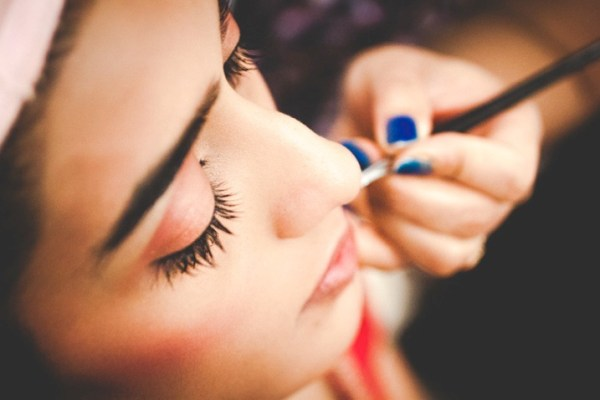 5 Tips for Striking Getting Ready Shots of Brides