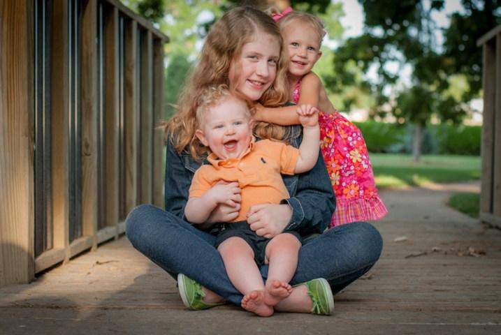 photographing-kids-bridge