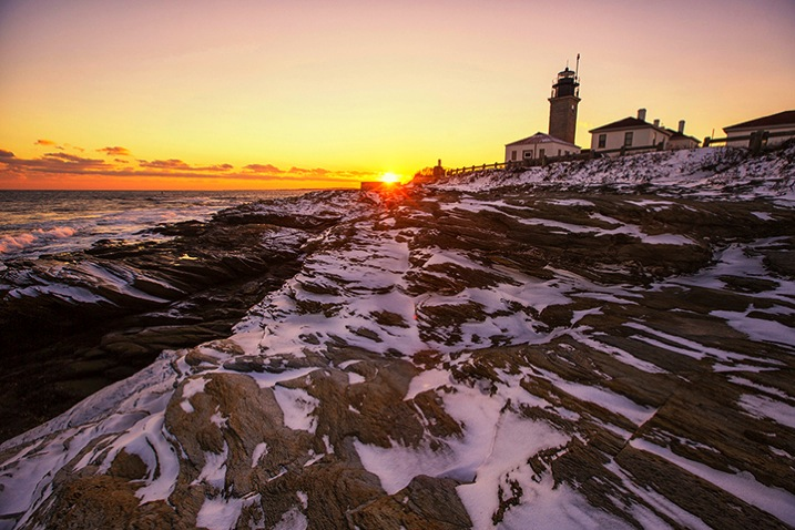 WinterLighthouse