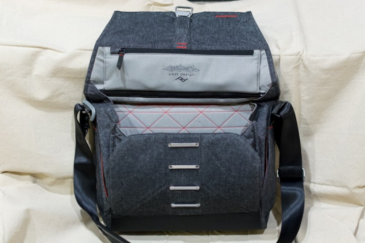 everyday-messenger-bag-front-open