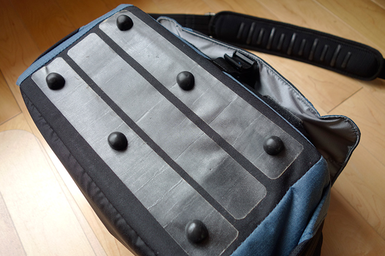 Sugru-rubber-feet-attached-to-bag