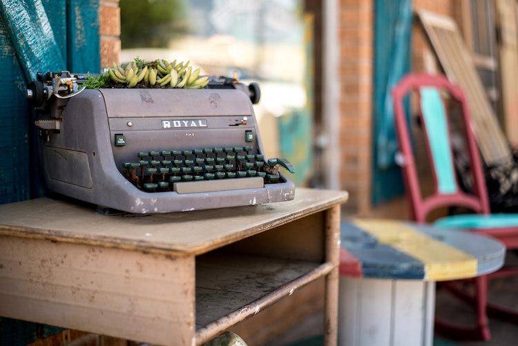 bracketing-typewriter