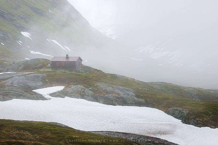 Jotunheimen-Cabin-Fog