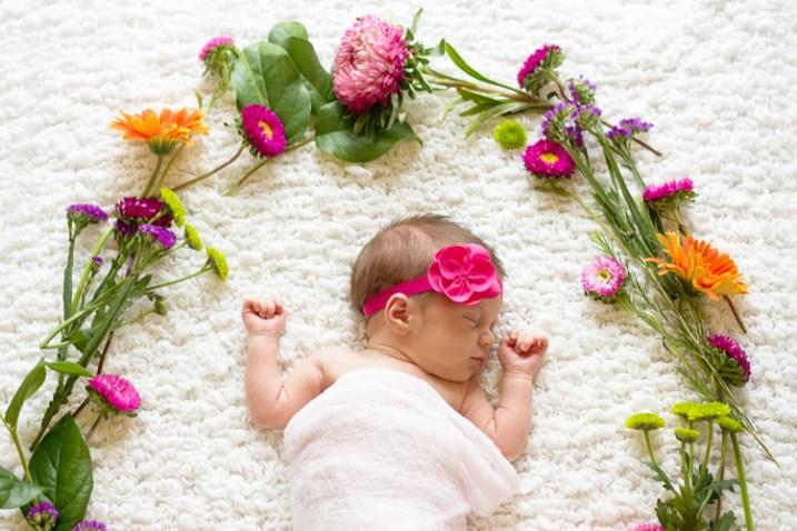 newborn-photos-outside