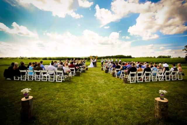 outdoor-location-ceremony-barn-wedding