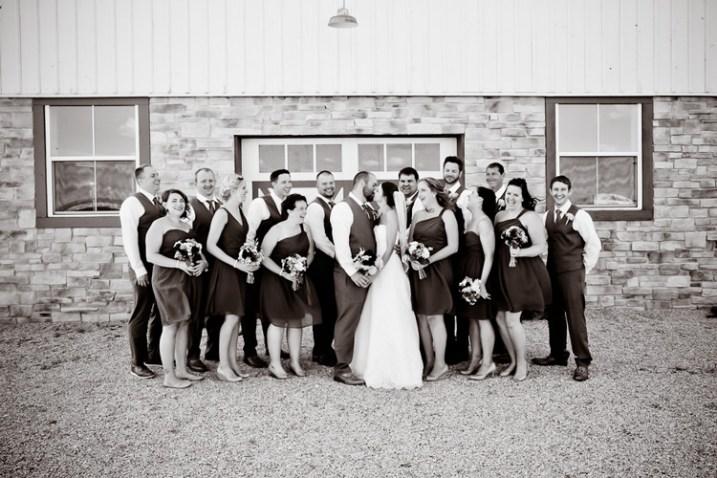 wedding-party-bride-groom-kissing