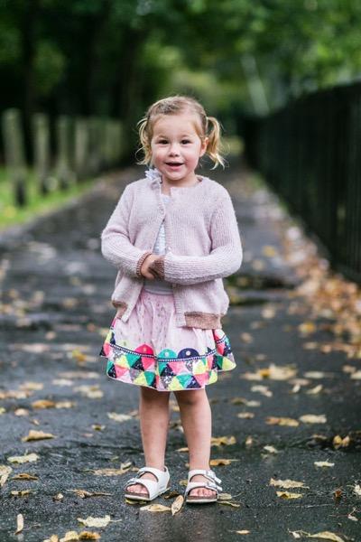 menina no parque retrato de família