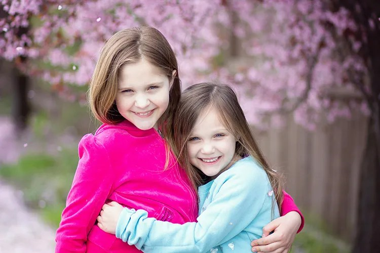 85mm portrait of two girls