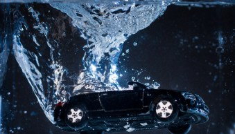 How to do Creative Water Splash Photography with Off-Camera Flash