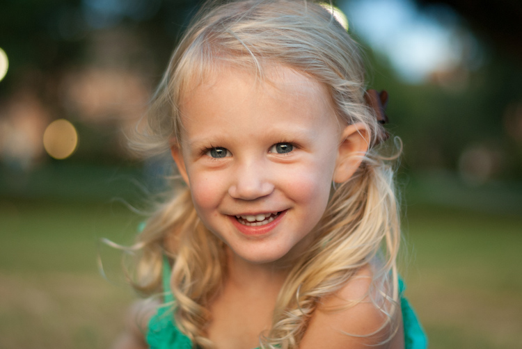https://i0.wp.com/digital-photography-school.com/wp-content/uploads/2017/05/myths-full-frame-child-smile.jpg?resize=750&ssl=1