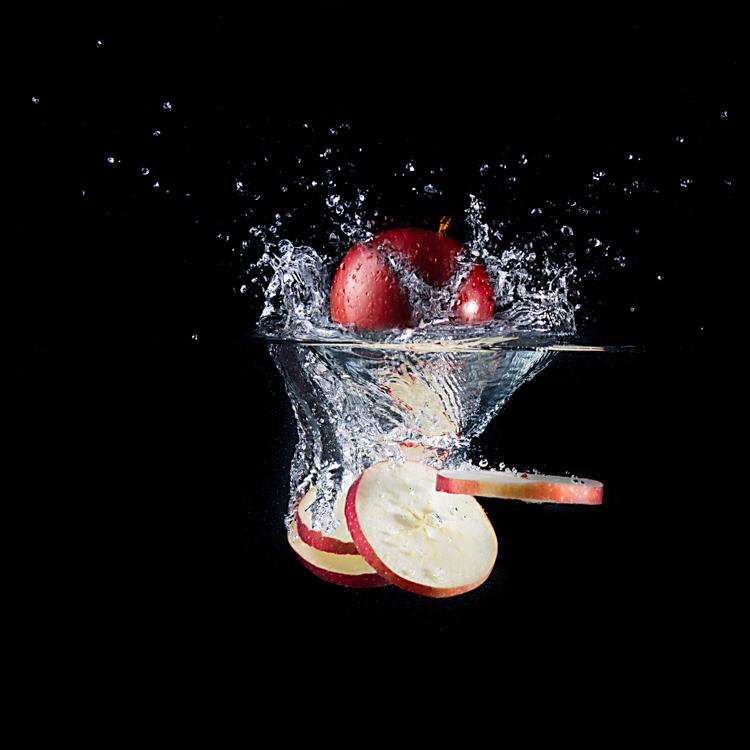 apple splashing