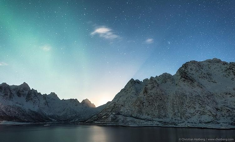 nascer da lua em fotografias noturnas do céu estrelado de Lofoten