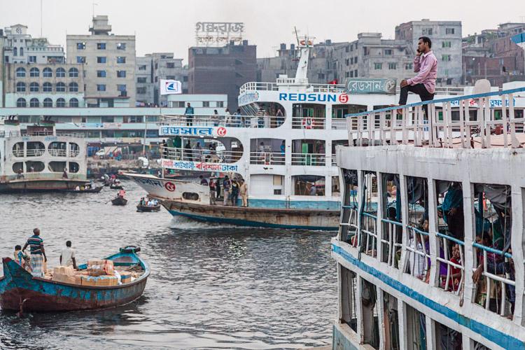 do storytelling images riverfront barges