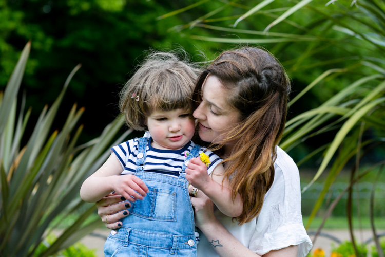 Quiet moments - 10 Tips for Photographing moms and Their Kids
