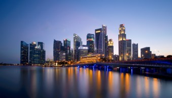 How to Find the Best Possible Time to Shoot Cityscapes at Blue Hour