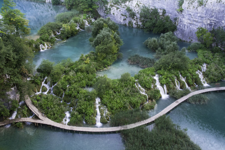 https://i0.wp.com/digital-photography-school.com/wp-content/uploads/2018/02/IMG_3595Plitvice-LakesA.jpg?resize=750%2C500&ssl=1