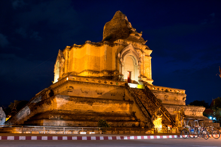 Night time photo of Chedi Luang Thailand - ISO 800