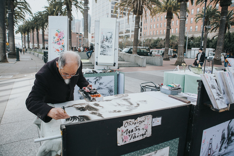 Tips for photographing street markets - man painting