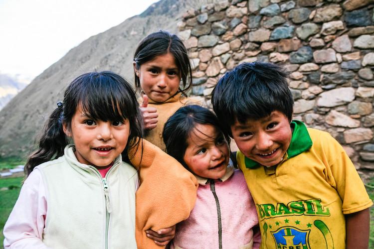 https://i0.wp.com/digital-photography-school.com/wp-content/uploads/2018/04/Interacting-wtih-kids.jpg?resize=750%2C500&ssl=1