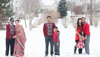 Karthika Gupta Photography - Memorable Jaunts DPS Article-Spot coloring in photography - family portraits in red colored clothes against the snow