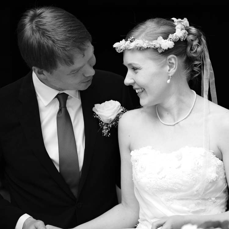 Weddings overflow with affection. - Tips on How to Capture Affection in Your Photographs