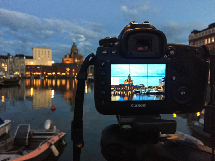 evening scene on the camera LCD - 7 Reasons Why a Tripod is Must for Outdoor Photographers