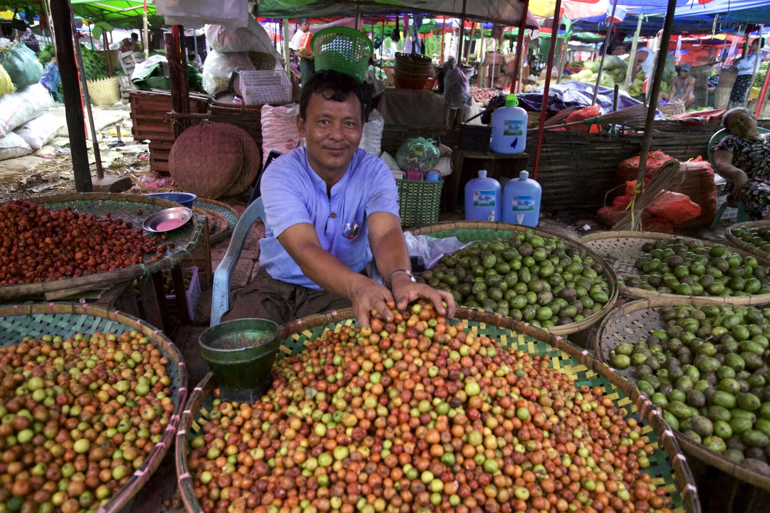 Five Essential Shots You Need to Get for Street Market Photography - vendor selling fruit in large baskets