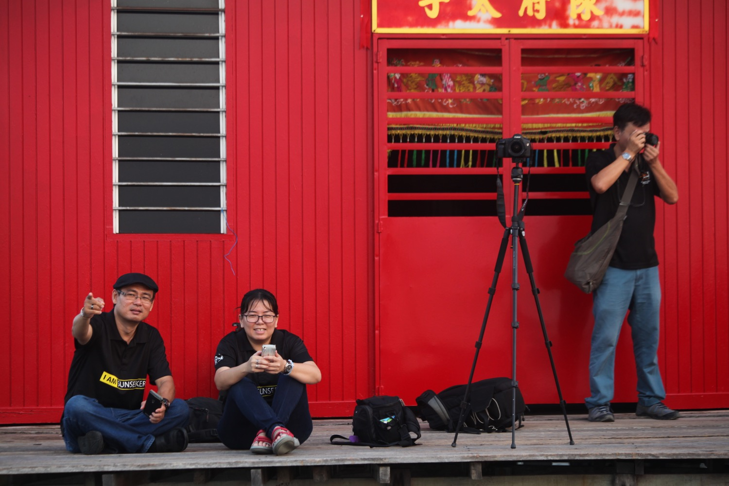 9 Tips for Aspiring Young Photographers - group of photographers and a red building