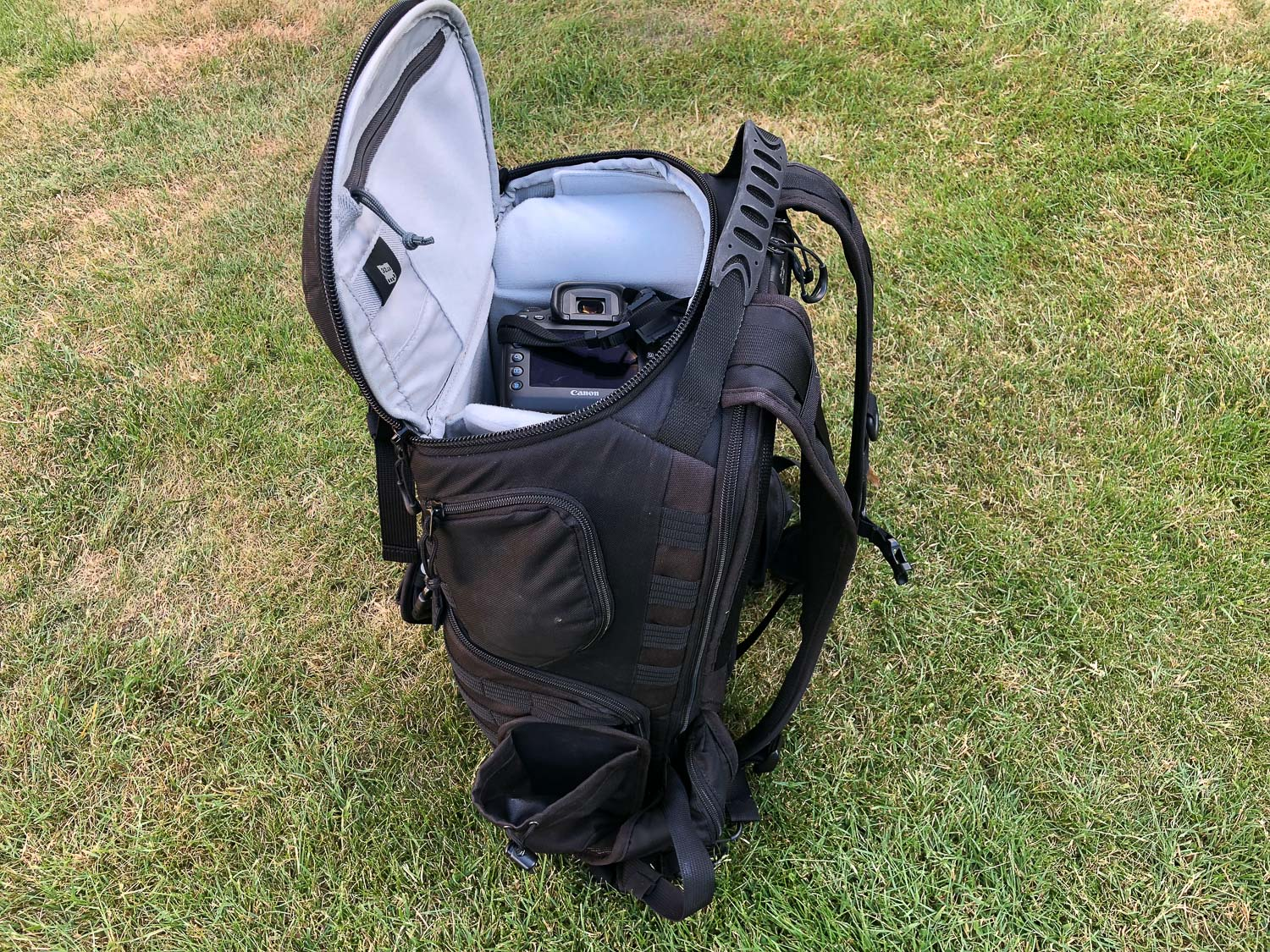 5 Camera Bags That Every Travel Photographer Needs - Lowepro ProTactic 450 AW Camera Backpack