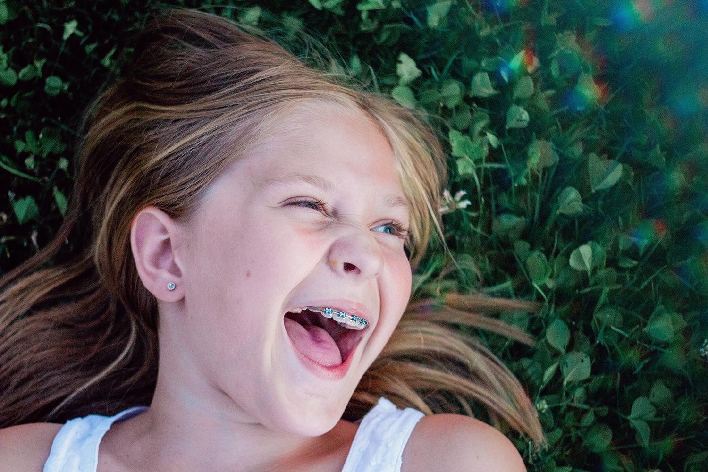 3人的摄影创意技术 - 女孩笑